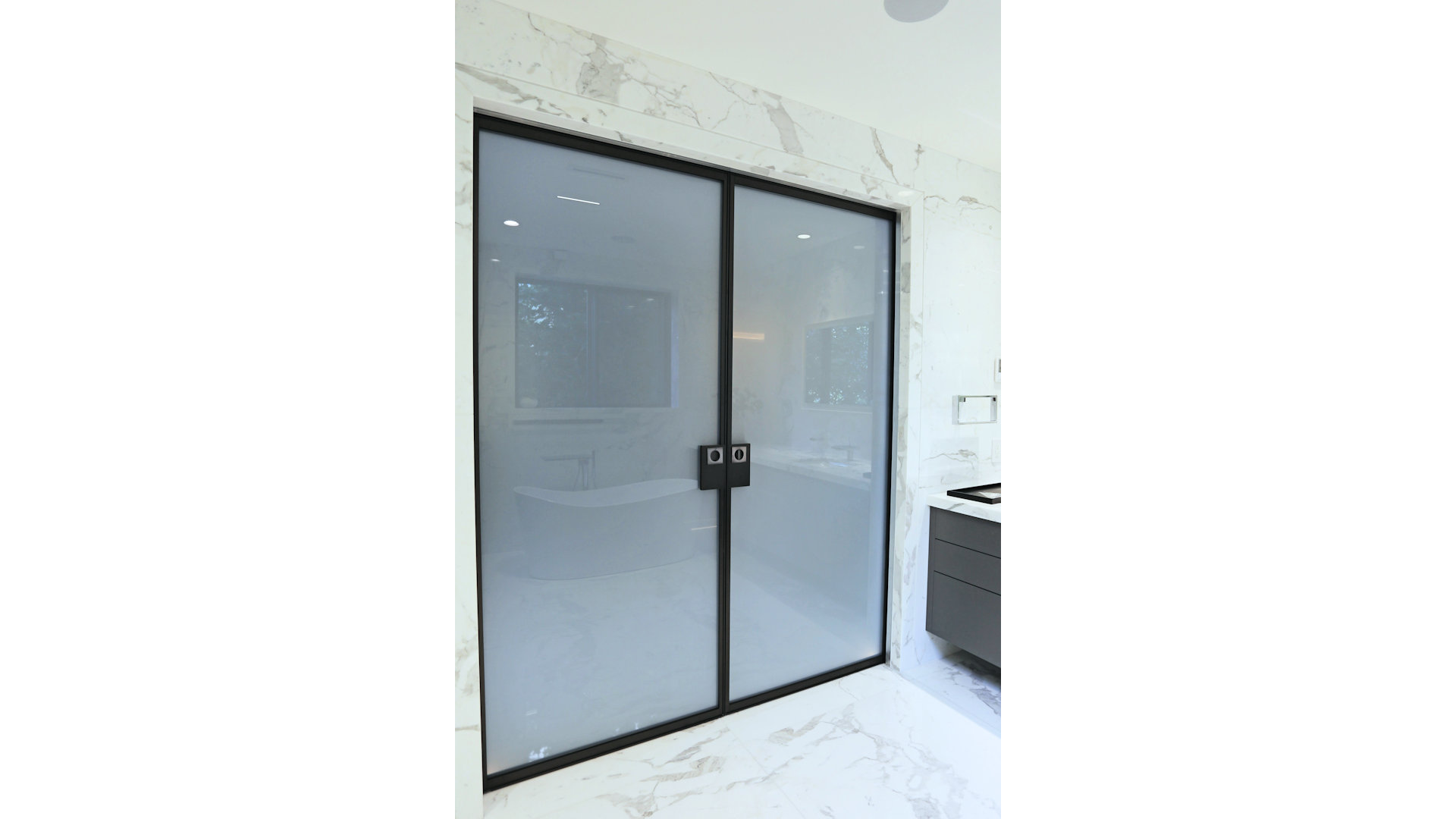 Isleview Rd, West Vancouver - Barausse Sliding Doors